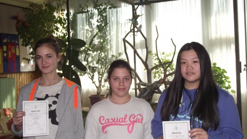 Technika-Modellezési versenyen Szatmári Zsófia, Czigler Réka, Qi Yun Ting 5. lett