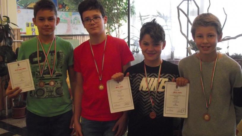 Kerületi diákolimpia-úszás-Szbó Dudás Botond 3.,4. Básity Milán 4.,5.,Börcsök Koppánynyal és Bánkúti Bercellel együtt a váltó 3. lett.